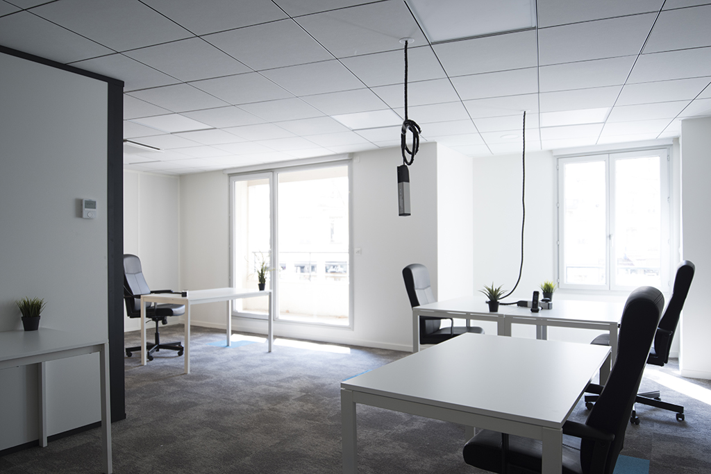 Grand bureau privatif 30m² - Prestation de services
